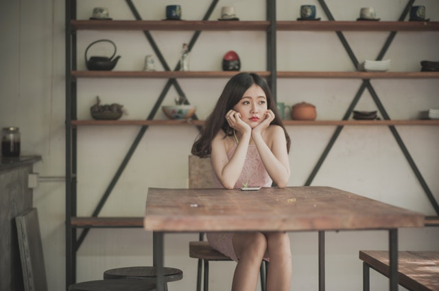 photography of a woman sitting on the chair listening to 765228 - パイン材とは?特徴やメリットとデメリットについて徹底解説します。